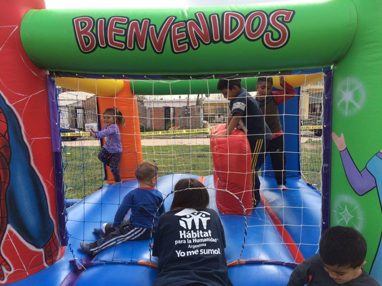 Feria de Materiales en el barrio Los Ceibos